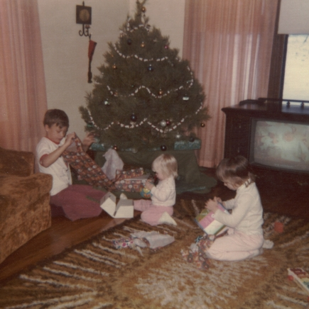 1975 - 12 - 00 Brad, Gina and Julie - Christmas 1975