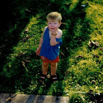 1998 - 07 - 09 Keegan and a toad, crop