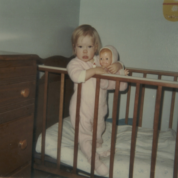 1970-04-00-julie-in-crib-spring-1969