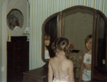 1977-06-00-julie-in-mirror-summer-1977